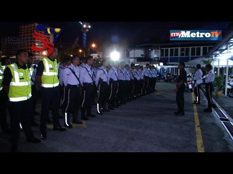 Di Sini Lahirnya Sebuah Cinta : Polis Trafik Kuala Lumpur