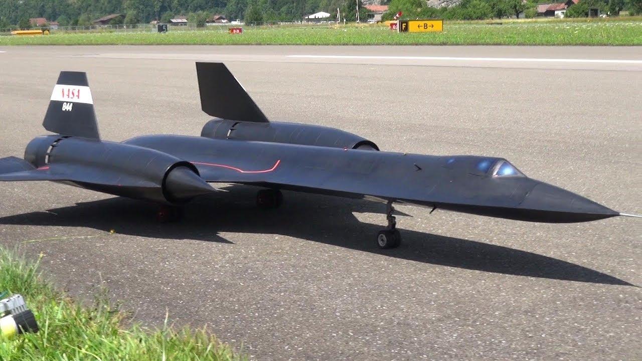 LARGE SR-71 BLACKBIRD TOTALLY SELF CONSTRUCTION TURBINE JET MODEL BY ROGER KNOBEL