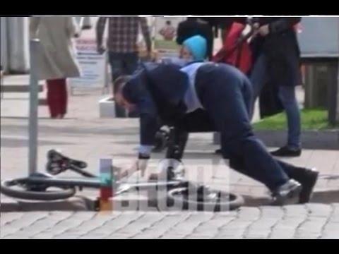 Кличко приехал в госдуму на велосипеде и упал с него!!! Шок!