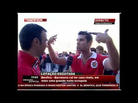 Adepto possuido volta a atacar - Benfica vs Barcelona