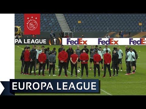 Ajax begint training in Friends Arena met minuut stilte