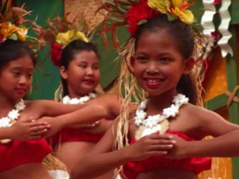 mele kalikimaka sung by bing crosby - Hawaiian Merry Christmas Song