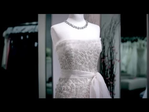 comparison-of-an-off-white-wedding-dress-to-ivory-:-wedding-style-advice
