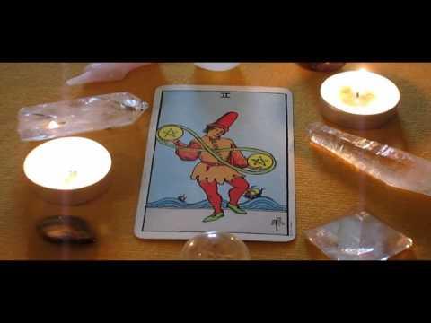 Wie Deute Ich Die Tarotkarte Die Zwei Der Muenzen Kleine Arkana