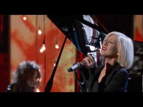 Christina Aguilera - Lift Me Up (Live - Hope For Haiti)