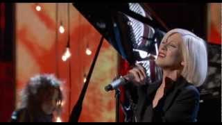 Christina Aguilera - Lift Me Up (Live at Hope For Haiti Now, 2010)
