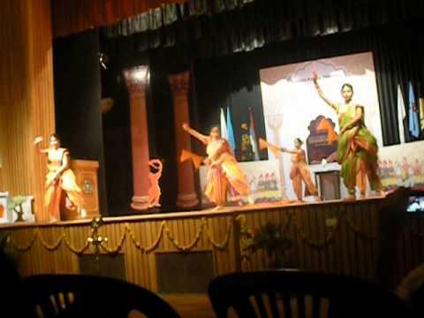 performance by vdjs girls