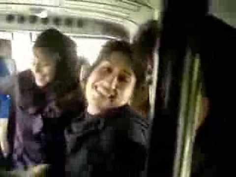 بنات ايرانيات في رحلة مدرسة