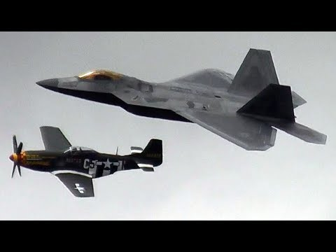 RIAT 2017 - F-22A RAPTOR & P-51D MUSTANG HERITAGE FLIGHT 70 YEARS U.S. AIR FORCE