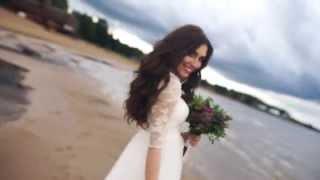Очаровательная невеста у Ладожского озера. Свадьбы в Санкт-Петербурге