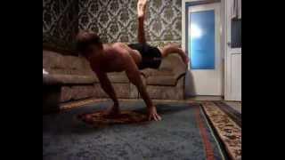 стойка на руках ,горизонт  и много других упражнений