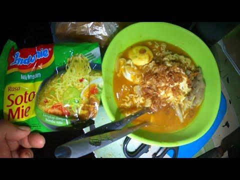 Jakarta Street Food 4930 Part.1 Indomie Soto Ceker Enak Murah Mpok Heny GX010017