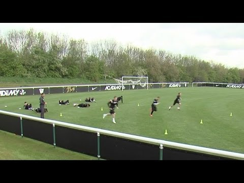 How to improve endurance and core strength | Soccer training drill | Nike Academy