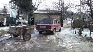 Azərbaycanlılar bu adamı tanımalıdır - yolları təkbaşına təmir edir