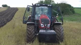 VALTRA N103 H5 Ploughing