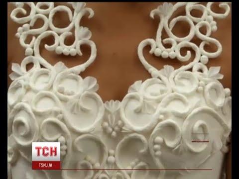 Конкурс весільних суконь із туалетного паперу провели у Нью-Йорку