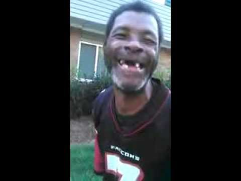 Crackhead Sings Bump And Grind by R Kelly lmao!!!