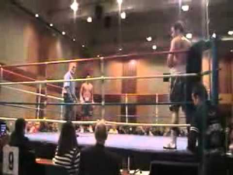 YouTube - Gill Boxing ( Knock out his opponent in 3-30mins in first round)..flv