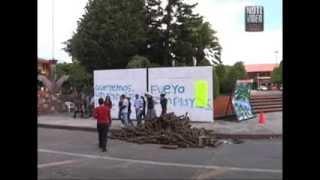 """integrantes del grupo de """"autodefensa"""" patrullan  las calles de la cabecera municipal"""