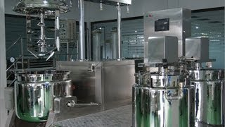 Vacuum emulsifying machine inside the vacuum mixer tank How scraped agitator works for mixing