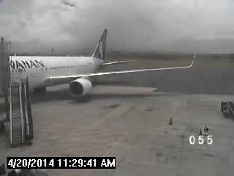 Stowaway boy roams tarmac at Kahului Airport