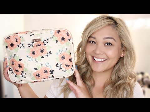 What's In My Travel Makeup Bag // How I Do My Makeup For Traveling