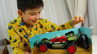 Машинки для дітей - розпакування та огляд гоночної машинки з Максом