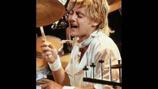 Watch Roger Taylor Good Times Are Now video