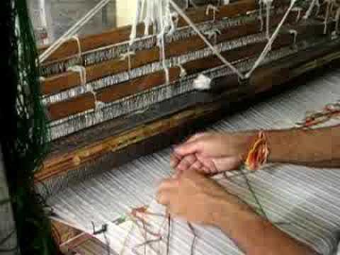 cloth weaving machine