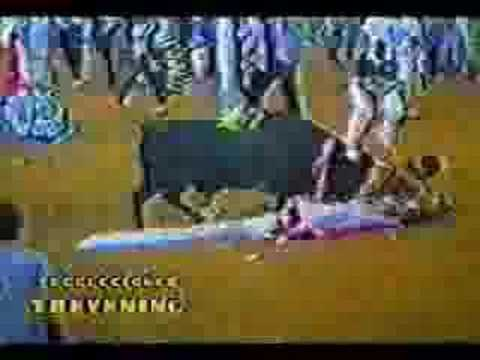 """Toros, entre ¡olés! de la plaza y gritos de """"asesinos"""" en la calleиз YouTube · Длительность: 1 мин9 с"""
