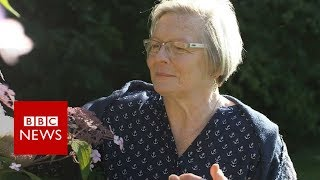 The woman who can smell Parkinson's disease - BBC News