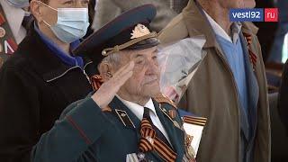 В городах Крыма прошли военные парады ко Дню Победы