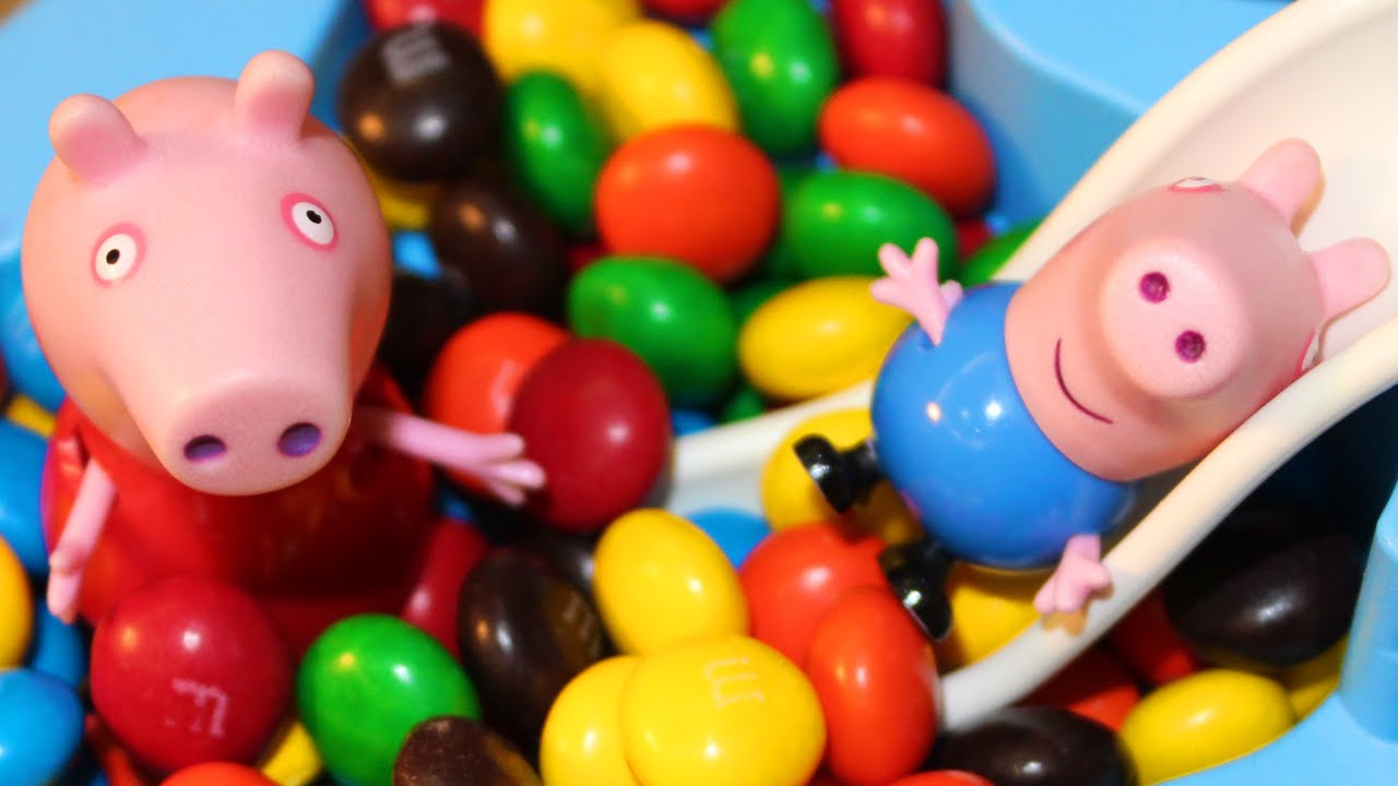 Piscina de chocolate da peppa pig boss toy youtube for Piscina de peppa pig