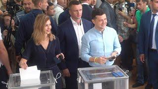 Зеленський разом із дружиною проголосували