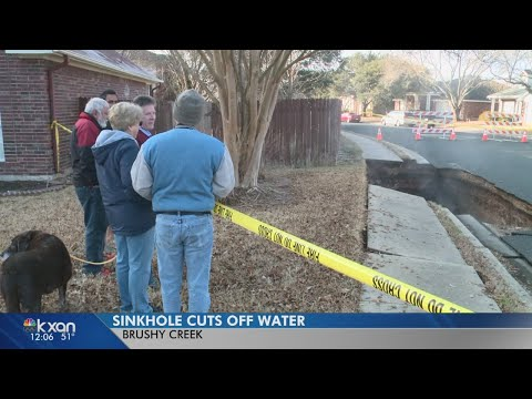 Cave collapse caused 20-foot-deep hole west of Round Rock
