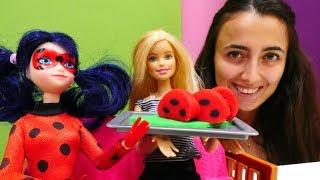 Sevcan ve Barbie Uğur böceği  için rulo pasta yapıyor