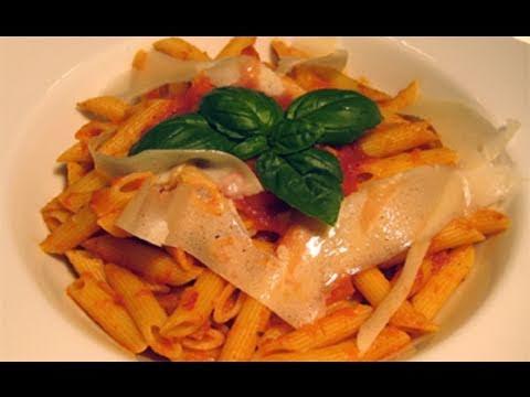 "Basic Tomato & Basil Marinara Sauce Recipe - Laura Vitale ""Laura In The Kitchen"" Episode 4"