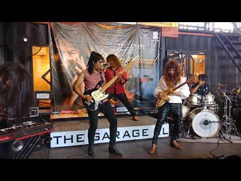 Petikan Gitar Eddy Luarbiasa Mantap...