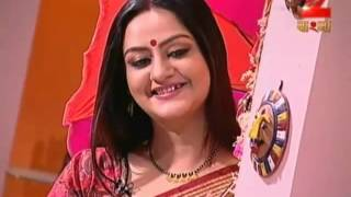 Repeat youtube video Hot Bengali Contestant Navel in Saree  2