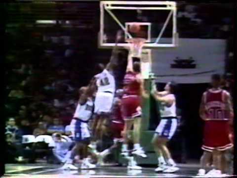 Rookie Toni Kukoc Game Winner vs Milwaukee Bucks (1993)