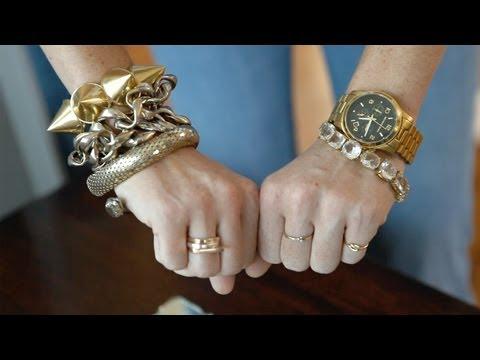 How to Wear Statement Jewelry || KIN STYLE