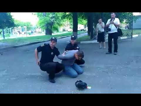 В Запорожье мужчина кинул взрывчатку в толку участников ЛГБТ-акции