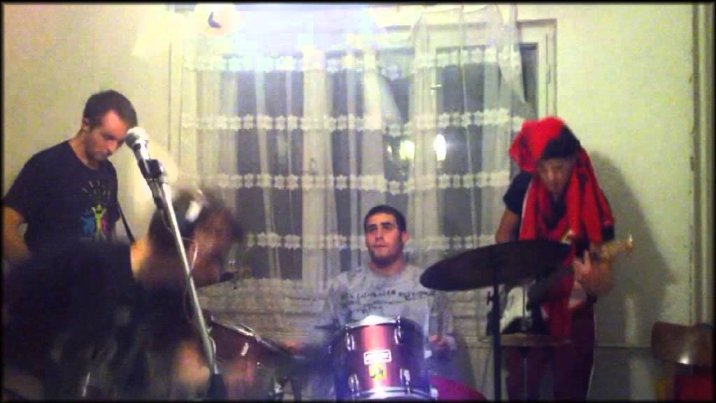 Funny Video: Dining Room Band Fail