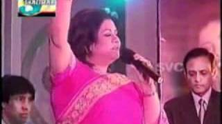 Runa Laila Live in Pakistan - Bengali Folk Song.flv