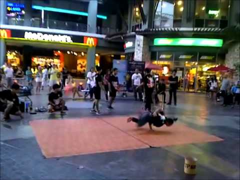 Break Dance - Thai Boys in Jungceylon Phuket (Thailand)