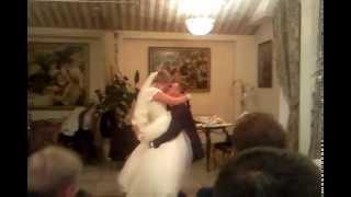 Невеста дарит песню Жениху! Душевно )