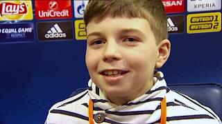 Маленький журналист на пресс-конференции ЛЧ