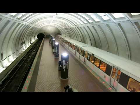 Woodley Park–Zoo / Adams Morgan metro station, Red Line, DC