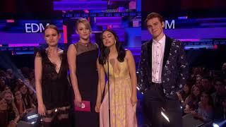Riverdale Cast Present EDM Artist - AMAs 2017