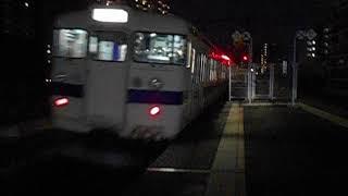鹿児島本線415系快速列車(羽犬塚行き)・吉塚駅を発車